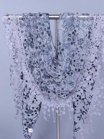 Elegant Lace Edge Triangular Scarf