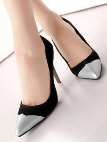 Two-Tone Pointed Pumps