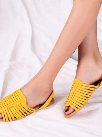 Women's hand-knit fish mouth sandals